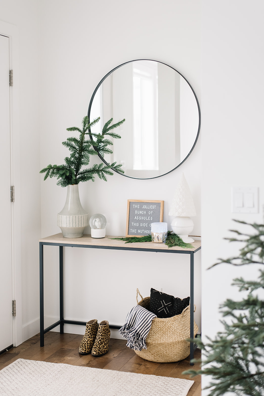 modern holiday decor, scandinavian holiday decor