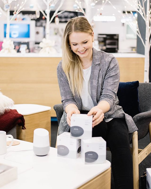 ⠀⠀⠀⠀⠀⠀⠀⠀⠀ ⠀⠀⠀⠀⠀⠀⠀⠀⠀ In need of a little holiday pick me up while getting some shopping done? The @madebygoogle Google Shop in Best Buy is an adorable festive wonderland! Pop by the shop to get into the holiday spirit and take a peek at the future of all things smart home from #googlehome #nest and more! I'm sharing a peek on my stories today if you want to take a little virtual tour of some of the holiday cuteness! #AD . . Photo @brandingbytraceyjazmin for 204 Park #yeg #yegblog #google #christmas #christmasgift #holidayshopping #holidaycountdown #canadianblog #canadianblogger #lovelysquares #smarthome #techgift #thelovelyordinary #darlingdaily #lovelysquares #christmasgiftidea #giftguide