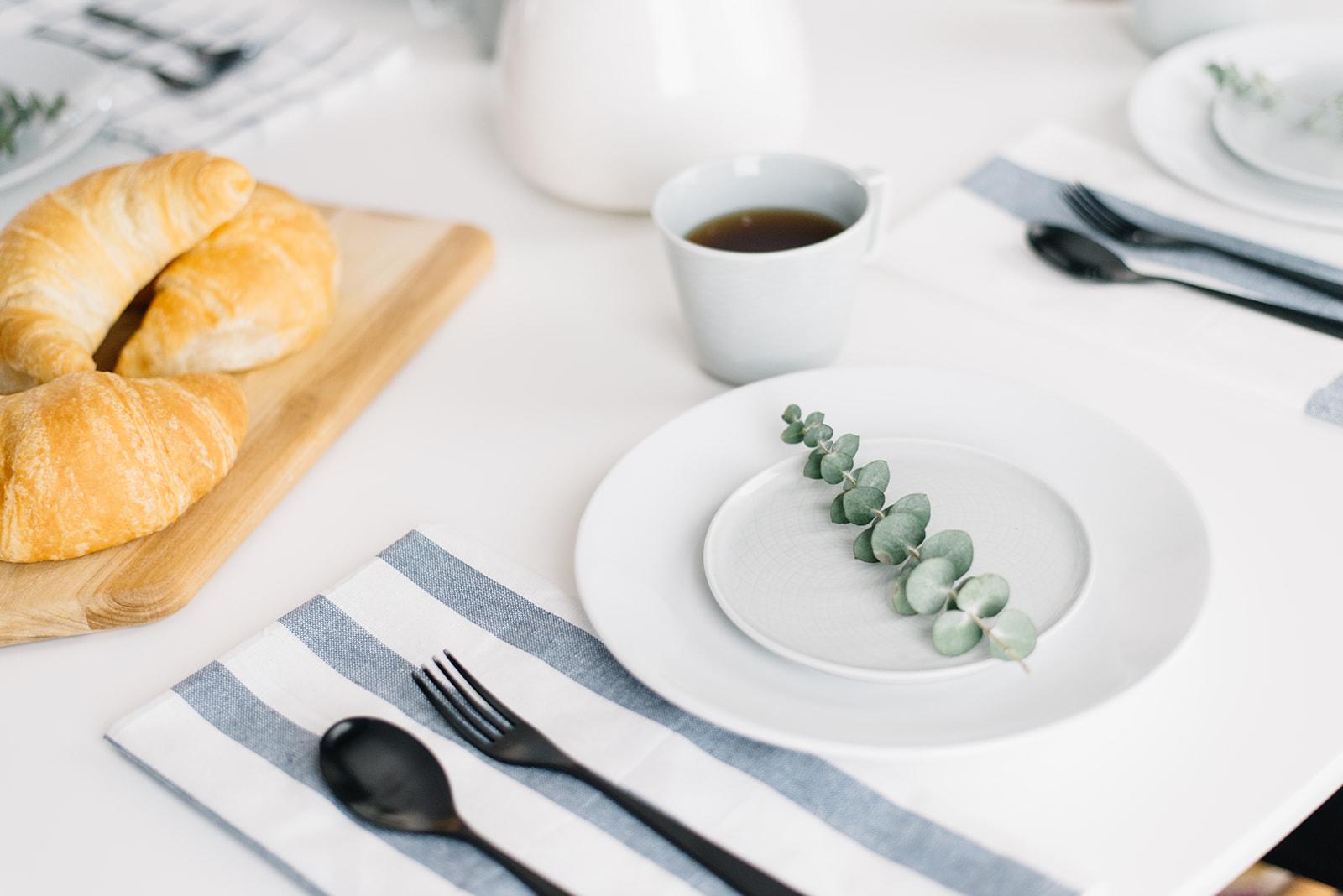 eucalyptus table setting, simple brunch decor