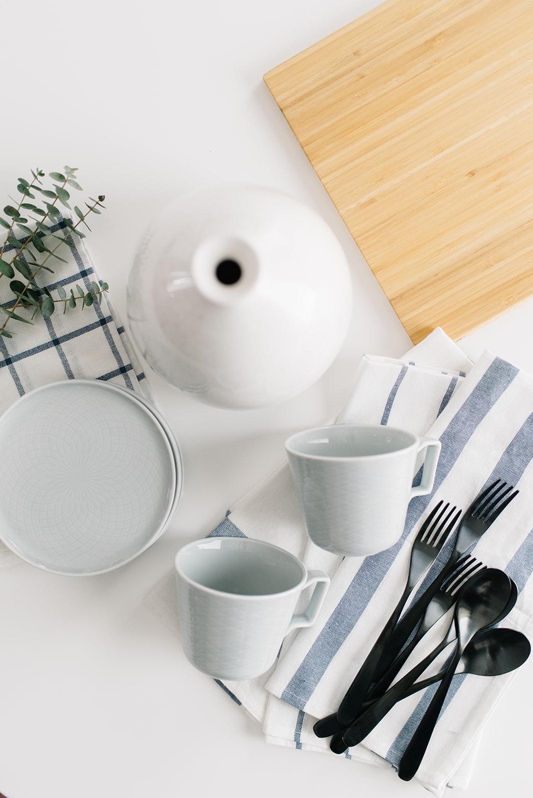 simple table setting decor