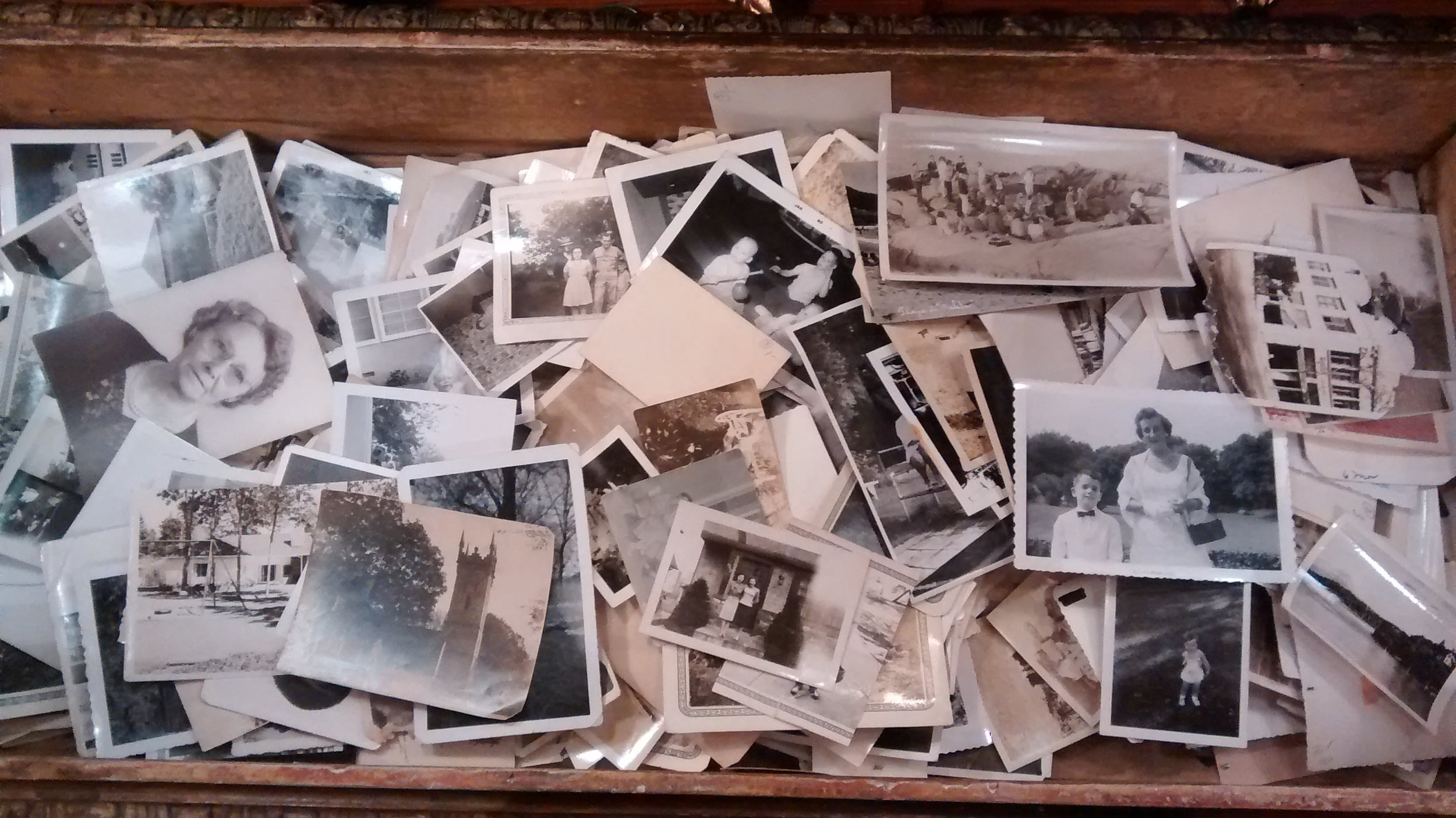 vintage photos at a store in Austin, photo by me and my cell phone