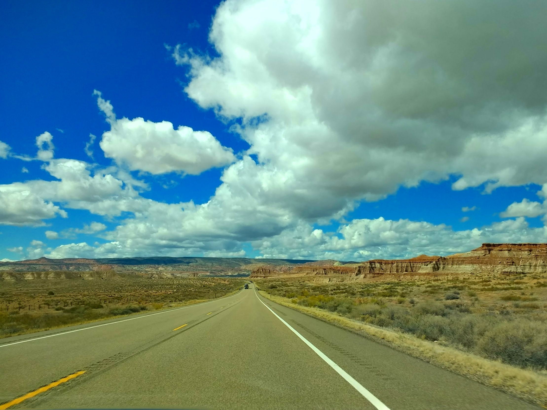 Open road, Utah (photo by me and my cell phone)