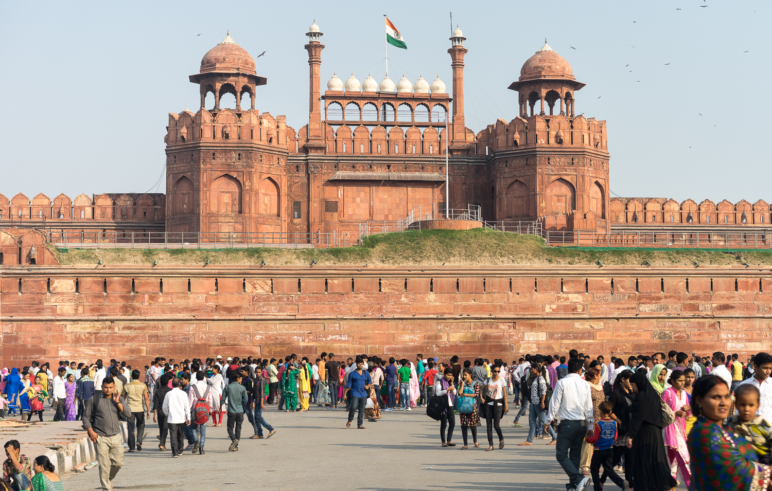 THE VIEW OUTSIDE THE RED FORT // INDIA 2015