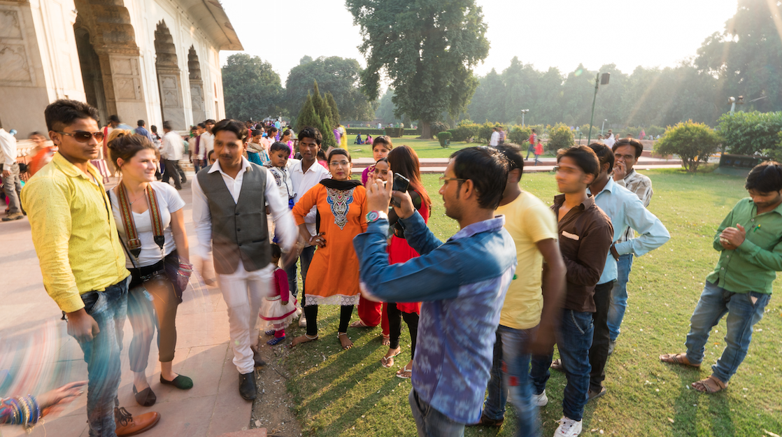 WE BECAME THE ATTRACTION, NOT THE RED FORT // EMILY TAKING PHOTOS WITH LOCALS