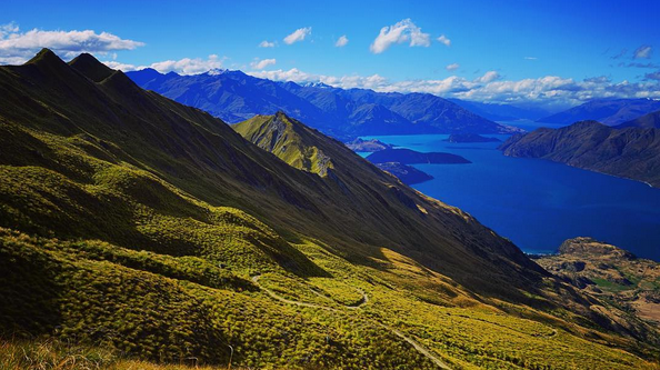 LOOKING DOWN FROM THE ROY'S PEAK SADDLE AND LOOKOUT | LAKE WANAKA, NEW ZEALAND