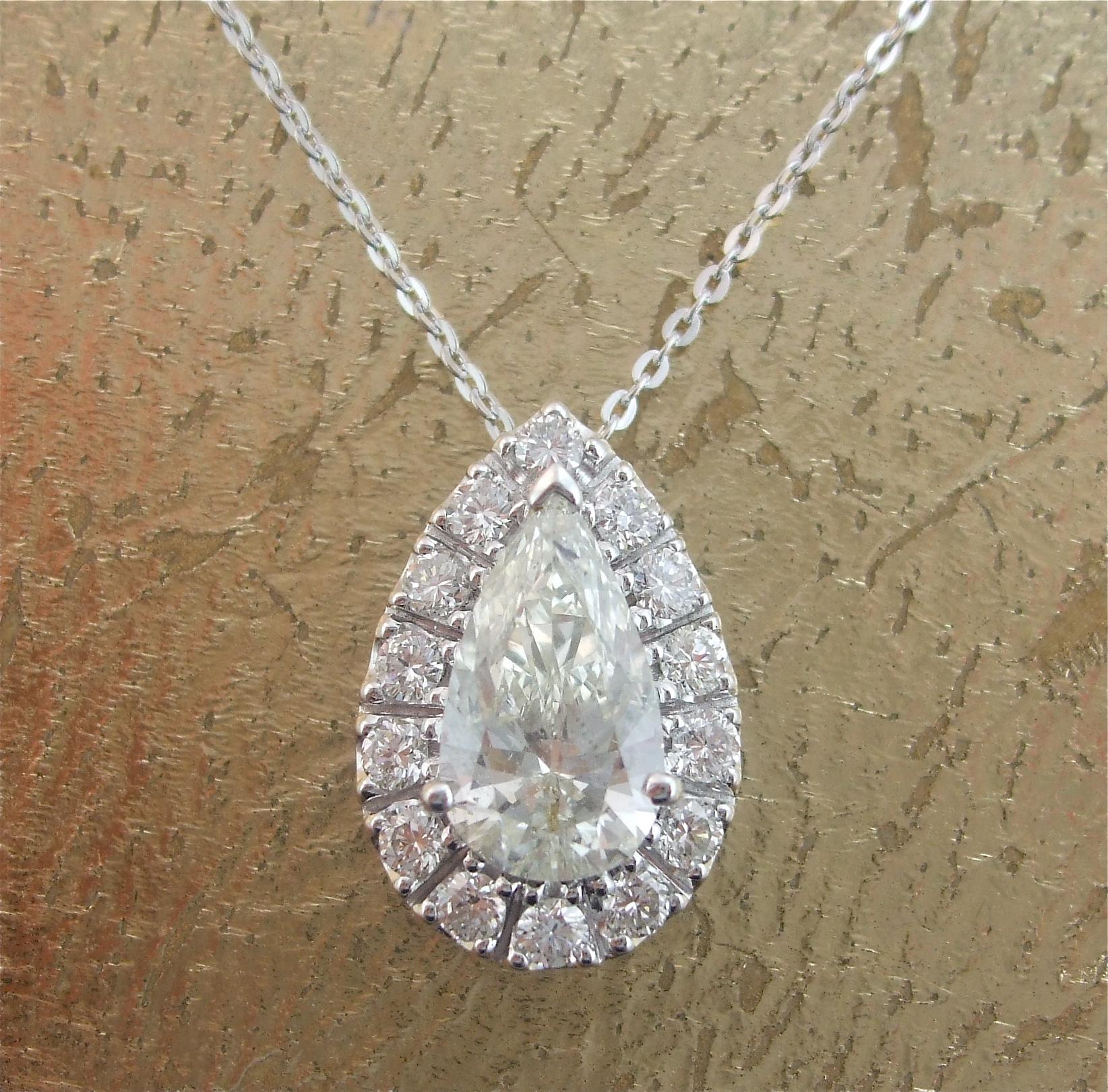 Pendant in Pear Shaped Diamond - Item No: 0013742