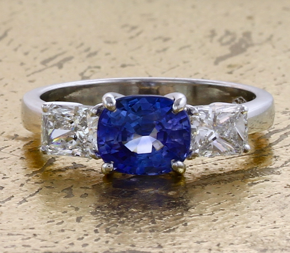 Sapphire Ring with 2 Radiant cut Diamonds - Item No: 0013778