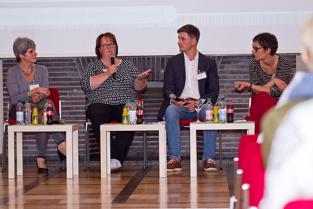 Prof. Dr. Gudrun Marci-Boehncke (l.), Juliane Epp und KIKA-Redakteur Peter Kroker sprachen bei der Netzwerktagung über frühkindliche Medienerziehung. Ich durfte die spannende Runde moderieren .   Foto: Medienanstalt Sachsen-Anhalt