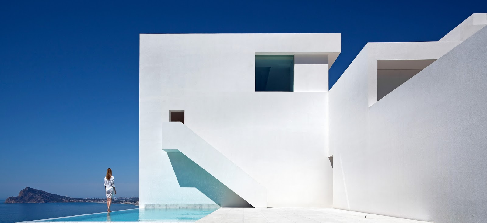 FRAN SILVESTRE ARQUITECTOS VALENCIA - HOUSE ON THE CLIFF -  IMG ARQUITECTURA - 01.jpg