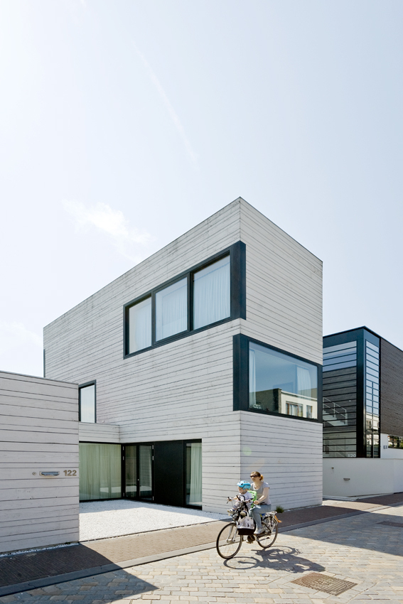 5255fe41e8e44e67bf000733_urban-villa-pasel-kuenzel-architects_03_pasel_kuenzel_ijb122.jpg