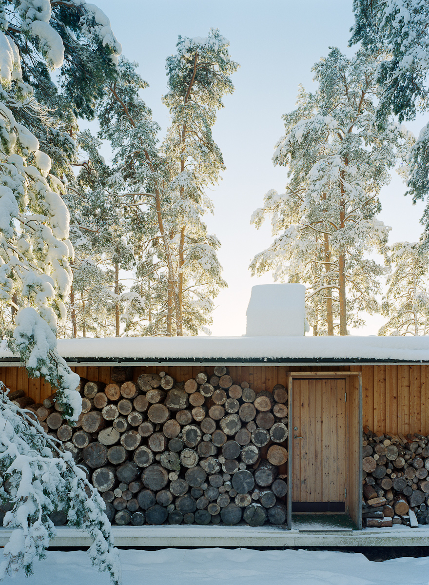 One of my favourite cabins, 'The Box' by Ralph Erskine, as shot by  Ake E:son Lindman