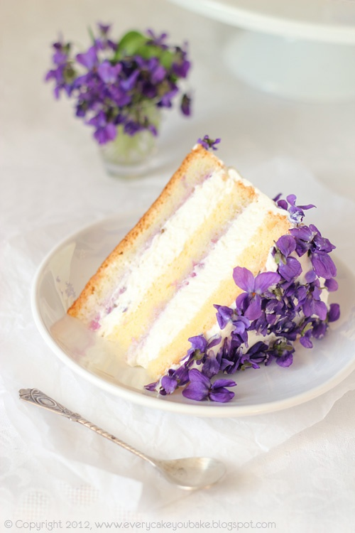 wedding cake with lilac flowers