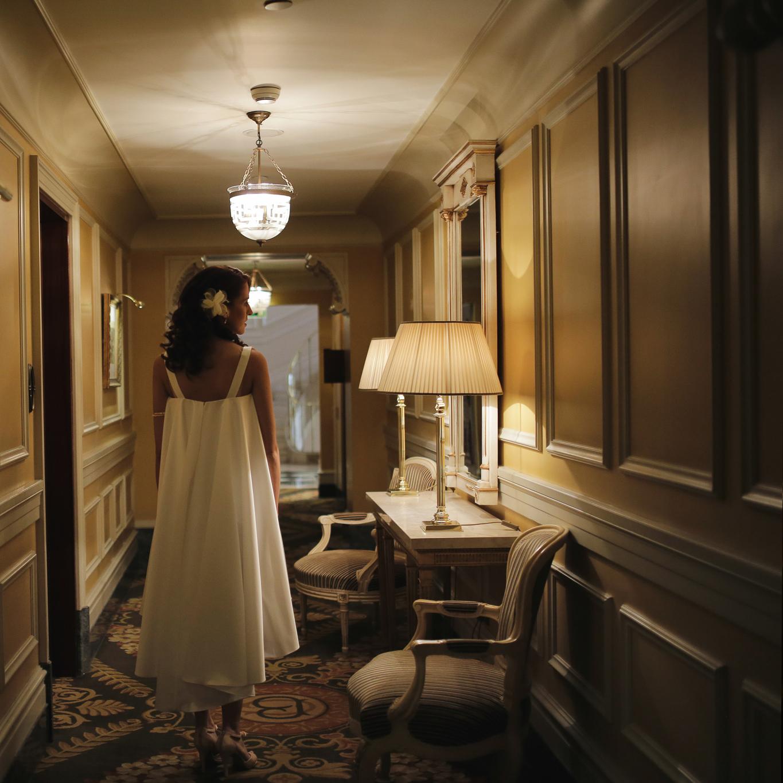 Ο φωτισμός στο ξενοδοχείο της εικόνας είναι επιμελημένος από επαγγελματία φωτιστή η ίδια φώτο στον διάδρομο του σπιτιού μας δεν θα ήταν τόσο ξεχωριστή.