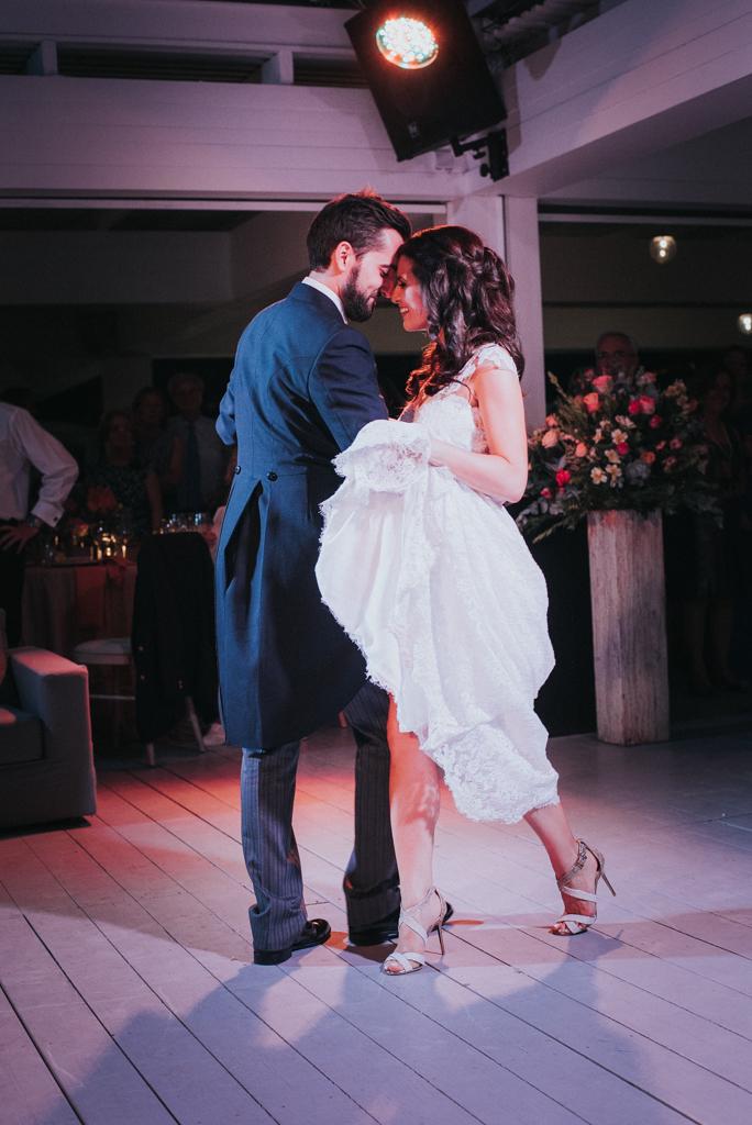 couple dancing lulumeli