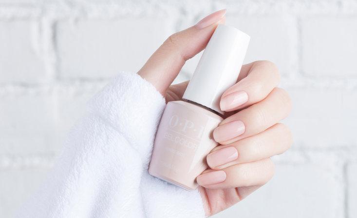 Διάφανο ροζ βερνίκι νυχιών OPI BUBBLE BATH η γαμήλια απόχρωση νυχιών για το 2020