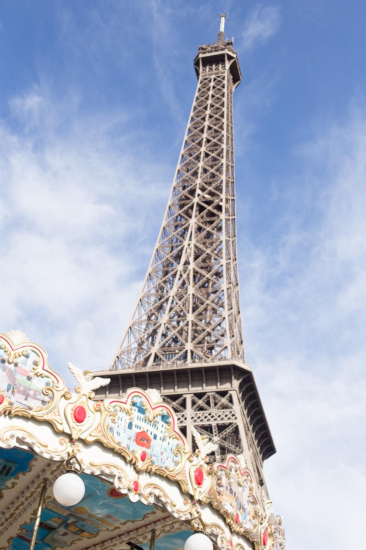 Paris, France Eiffel Tower Family Portrait Session, Family Lifestyle Natural Light Photographer_026.jpg