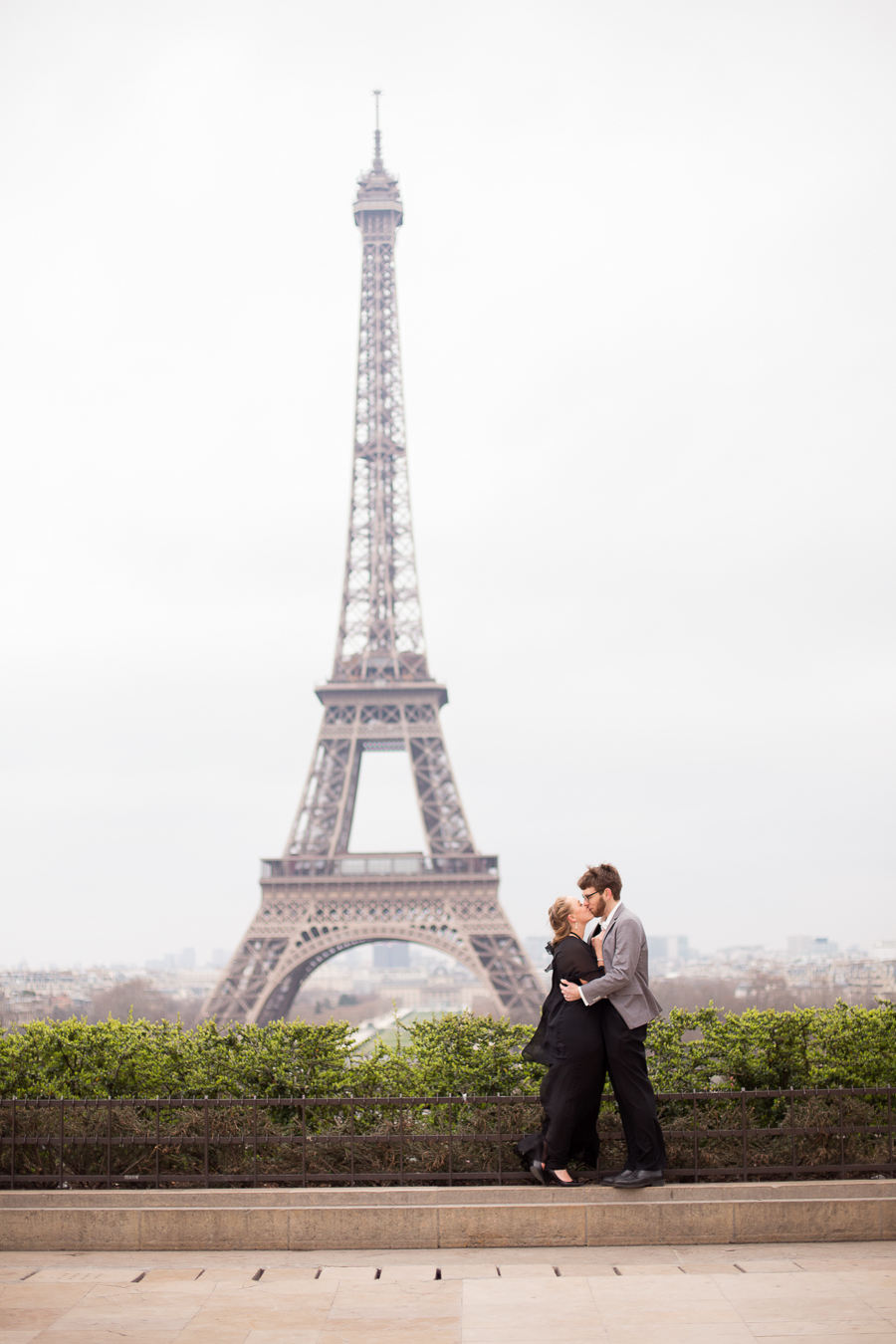romantic-winter-paris-engagement-photo-shoot_001.jpg