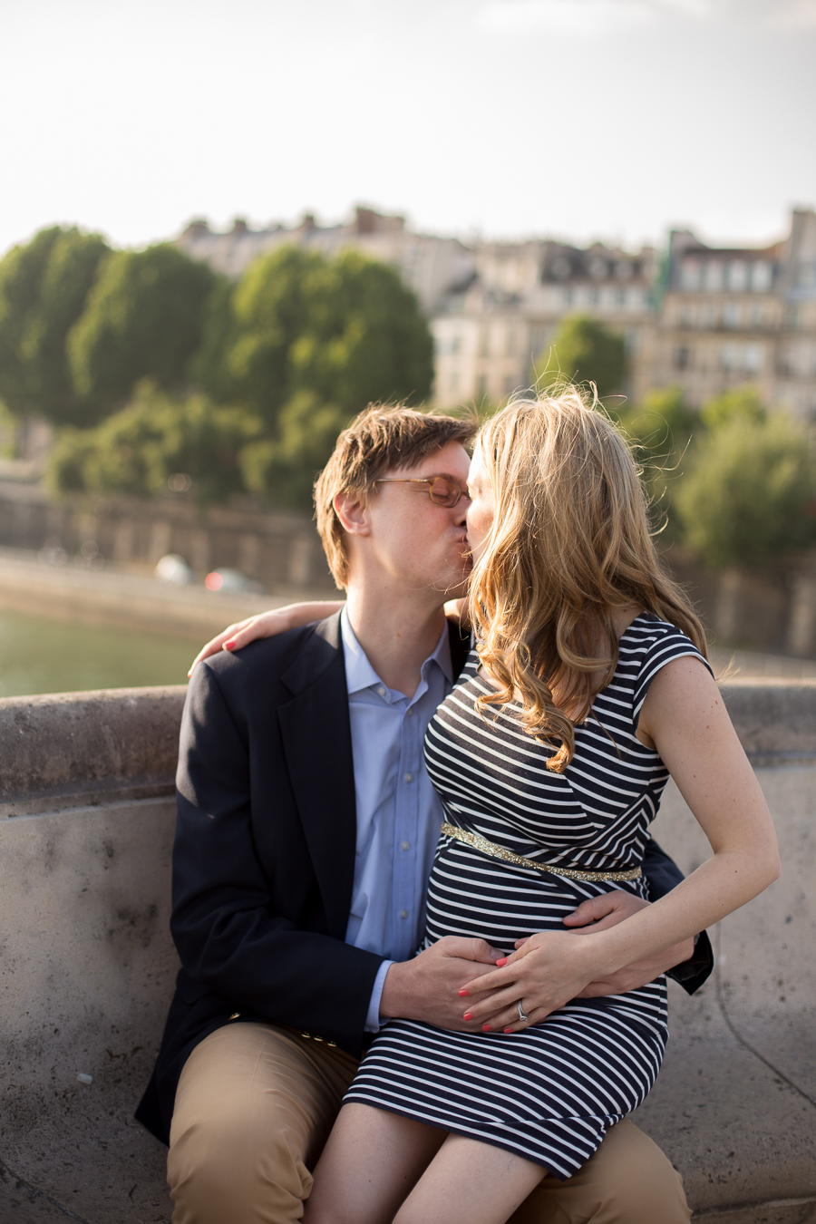 romantic baby moon ideas in paris maternity photographer_008.jpg