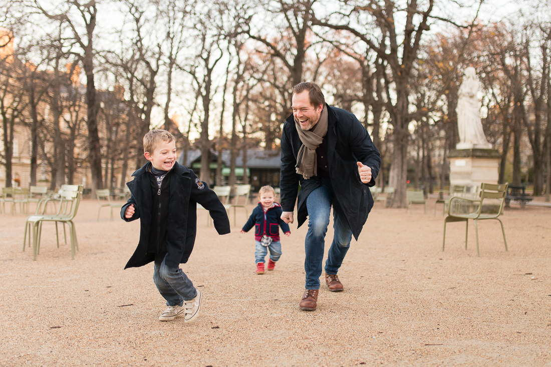 winter-family-photo-session-ideas-paris-photographer-3