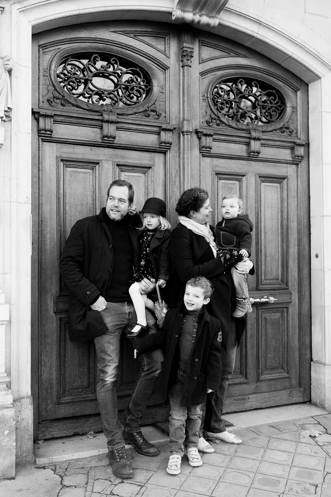 winter-family-photo-session-ideas-paris-photographer-10