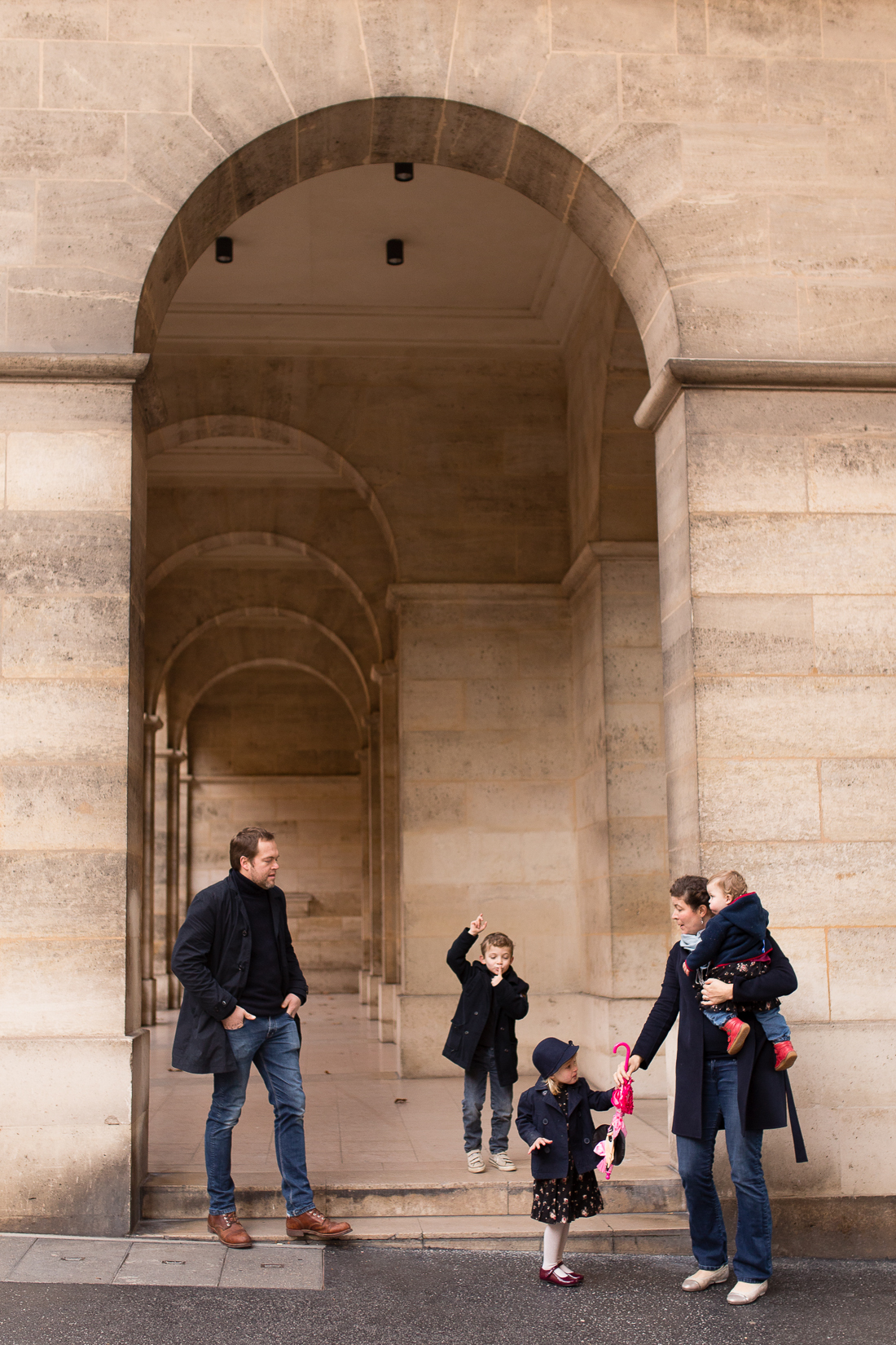winter-family-photo-session-ideas-paris-photographer-12