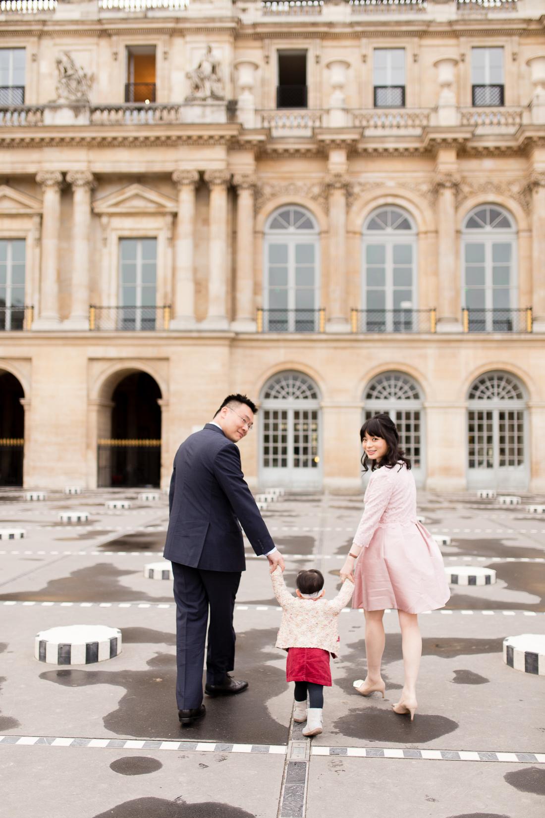 spring-fall-family-maternity-paris-palais-royal-louvre-photo-session-inspiration-2