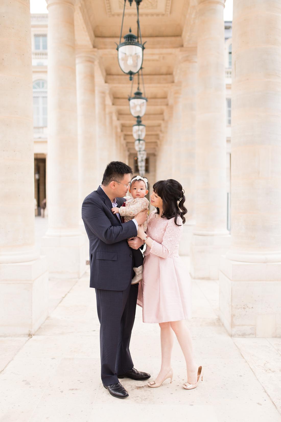 spring-fall-family-maternity-paris-palais-royal-louvre-photo-session-inspiration-1