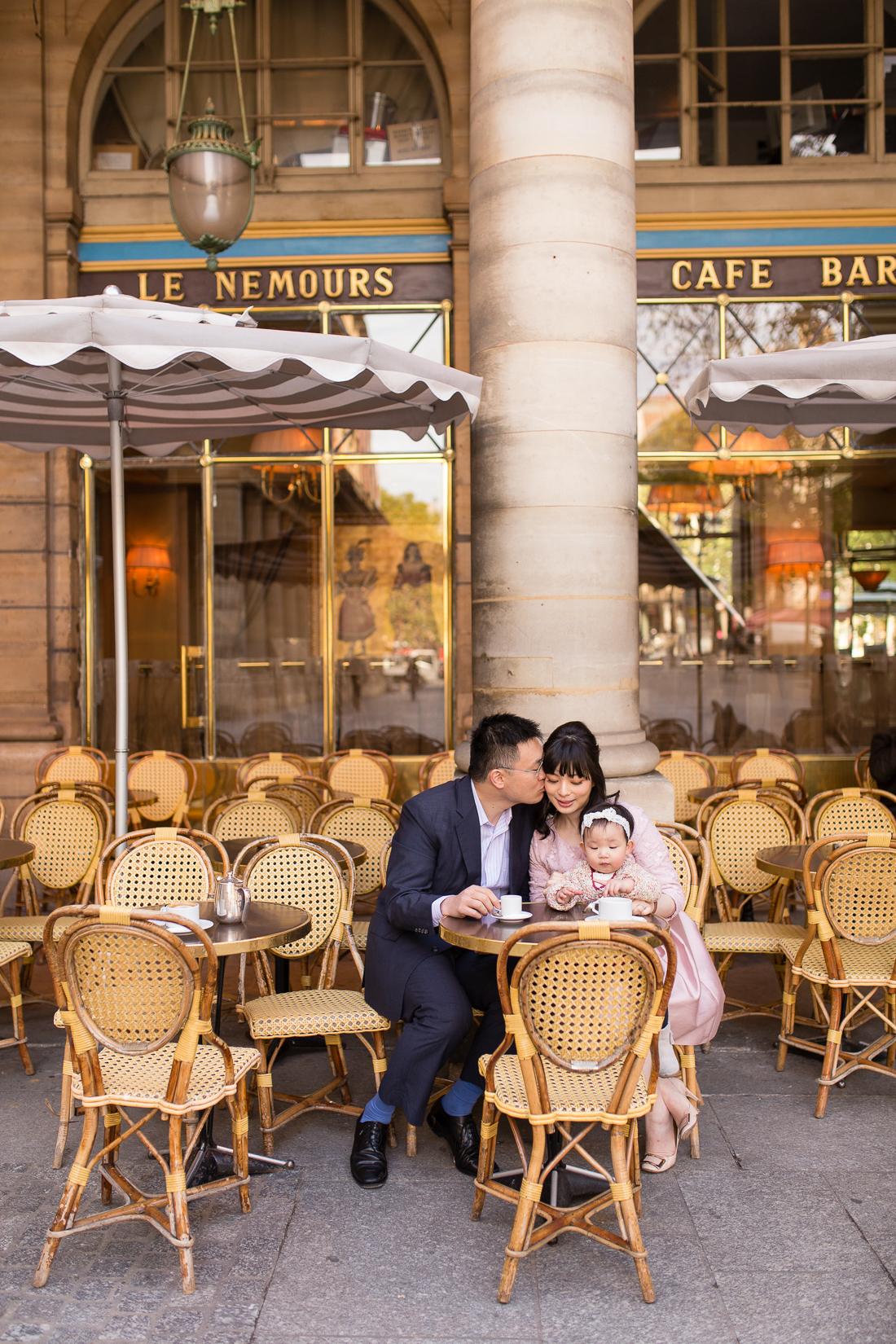 spring-fall-family-maternity-paris-palais-royal-louvre-photo-session-inspiration-10
