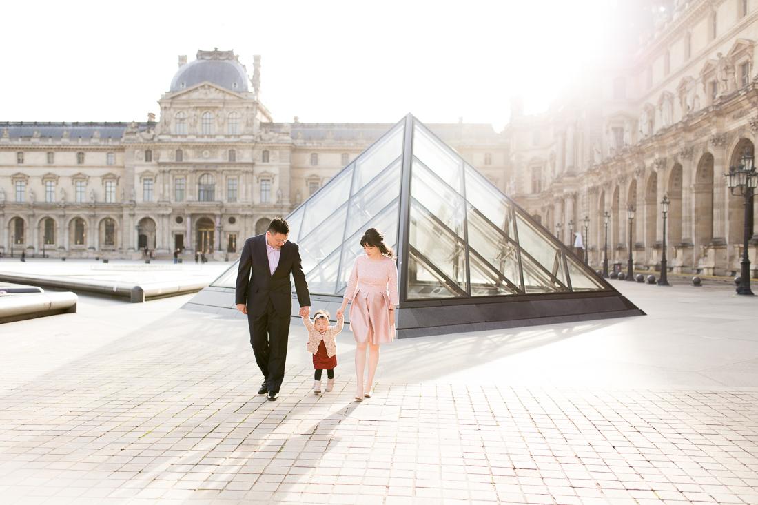 spring-fall-family-maternity-paris-palais-royal-louvre-photo-session-inspiration-11