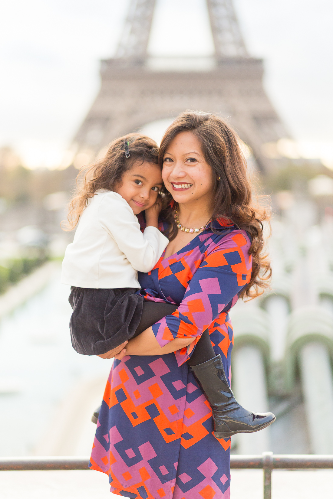 spring-fall-family-paris-eiffel-tower-photo-session-outfit-inspiratn-2