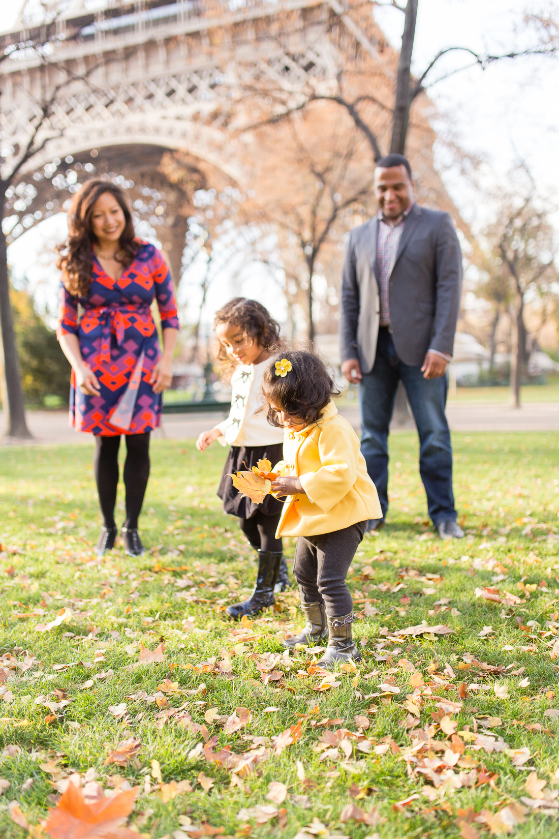 spring-fall-family-paris-eiffel-tower-photo-session-outfit-inspiratn-5