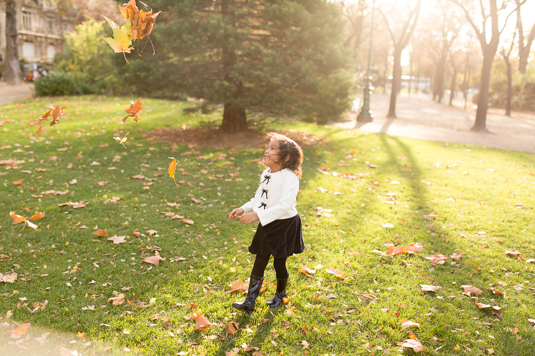 spring-fall-family-paris-eiffel-tower-photo-session-outfit-inspiratn-11