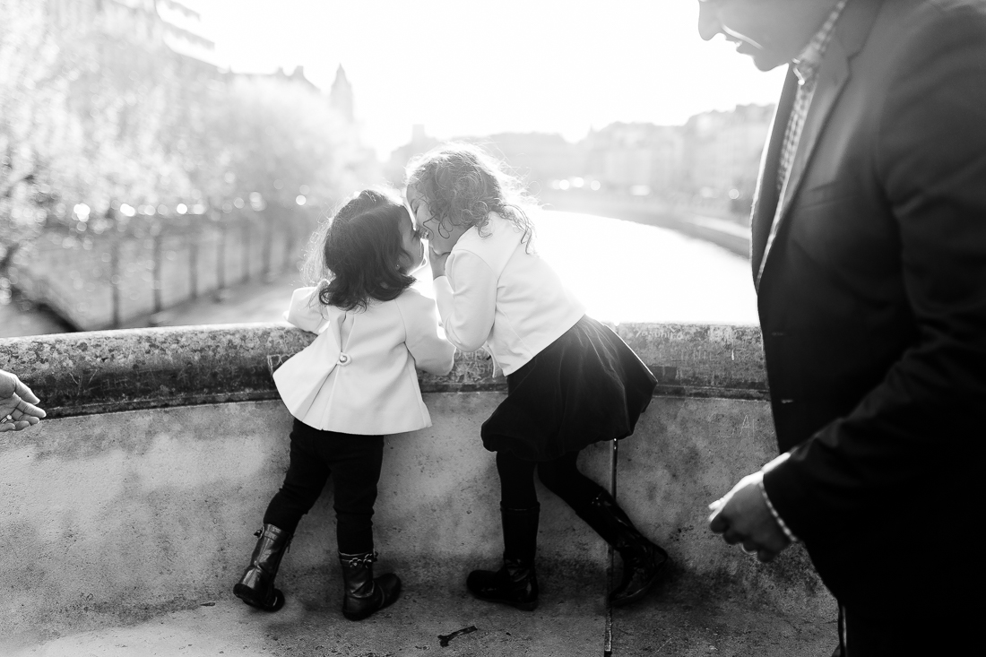 spring-fall-family-paris-eiffel-tower-photo-session-outfit-inspiratn-15