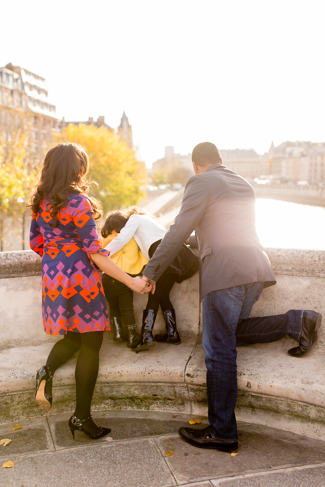spring-fall-family-paris-eiffel-tower-photo-session-outfit-inspiratn-17