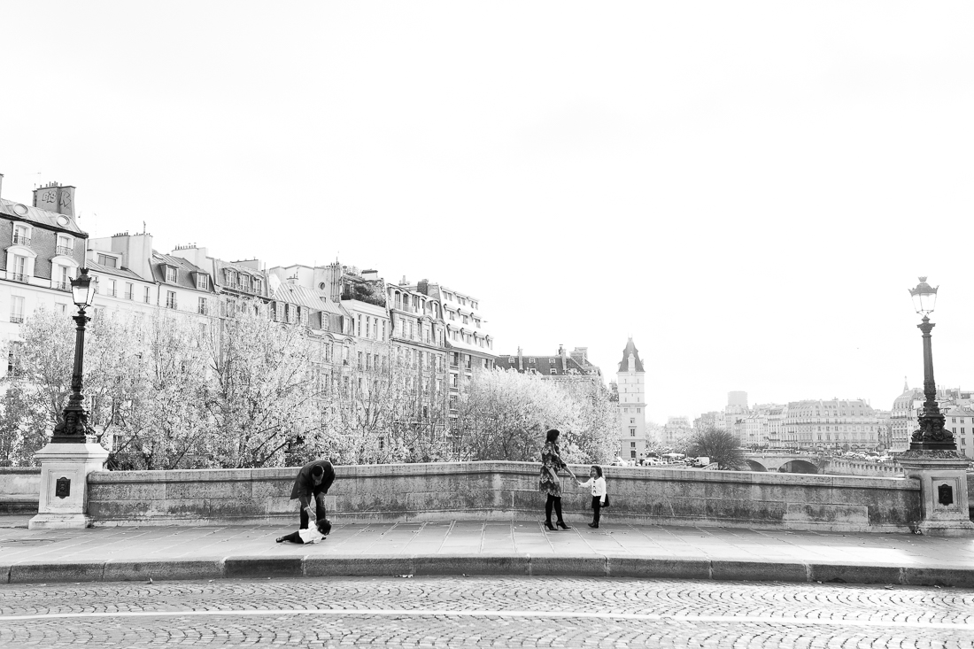 spring-fall-family-paris-eiffel-tower-photo-session-outfit-inspiratn-18