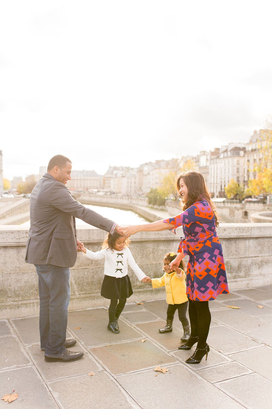 spring-fall-family-paris-eiffel-tower-photo-session-outfit-inspiratn-21