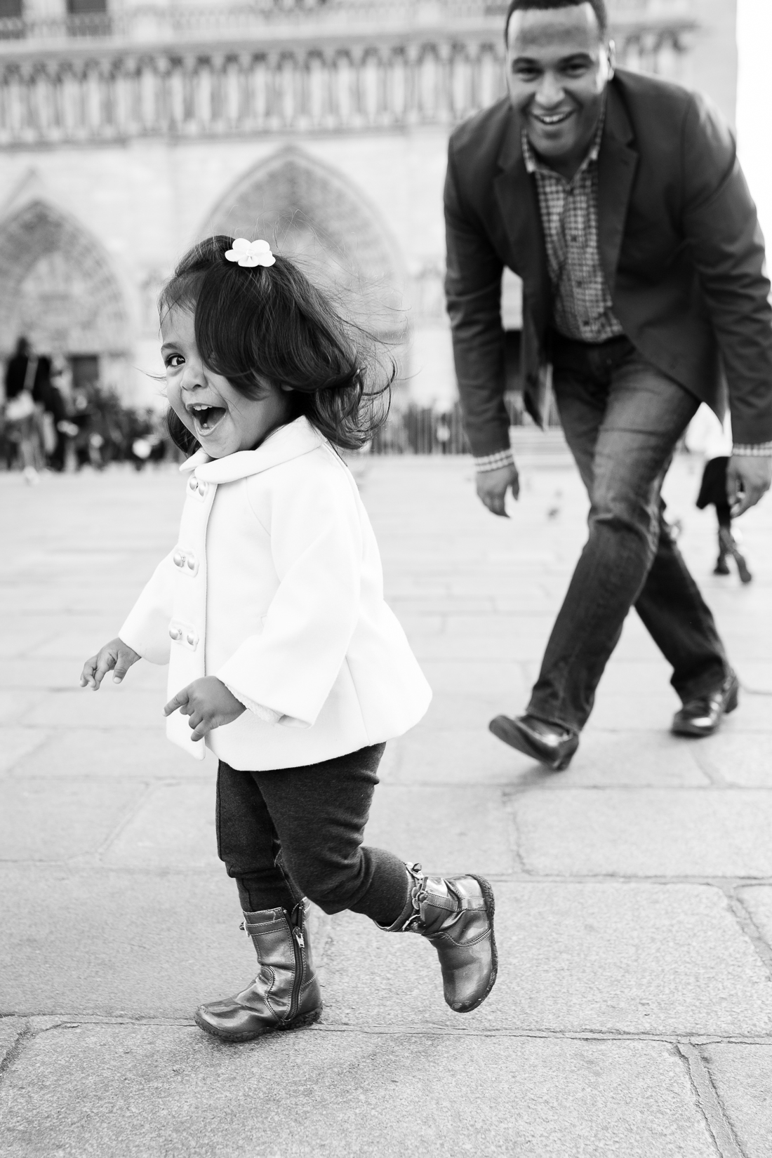 spring-fall-family-paris-eiffel-tower-photo-session-outfit-inspiratn-28