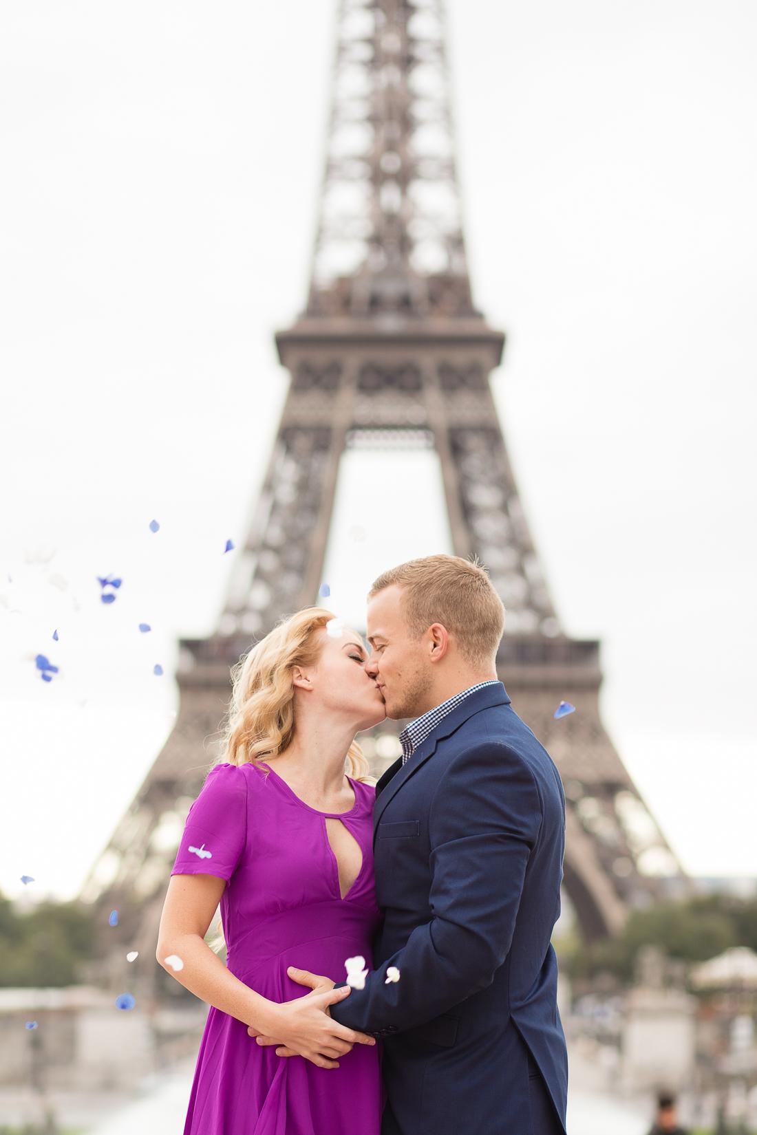 creative-paris-eiffel-tower-baby-gender-reveal-flowers-2