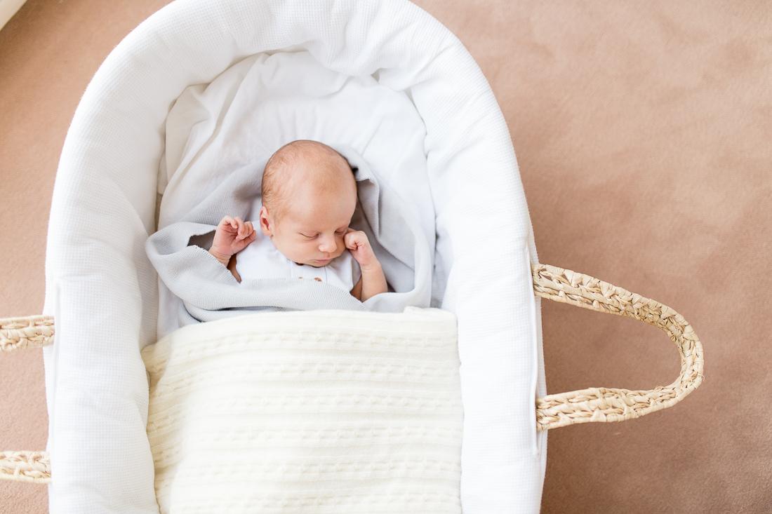 paris-newborn-photographer-peach-new-mom-outfit-inspiration-5