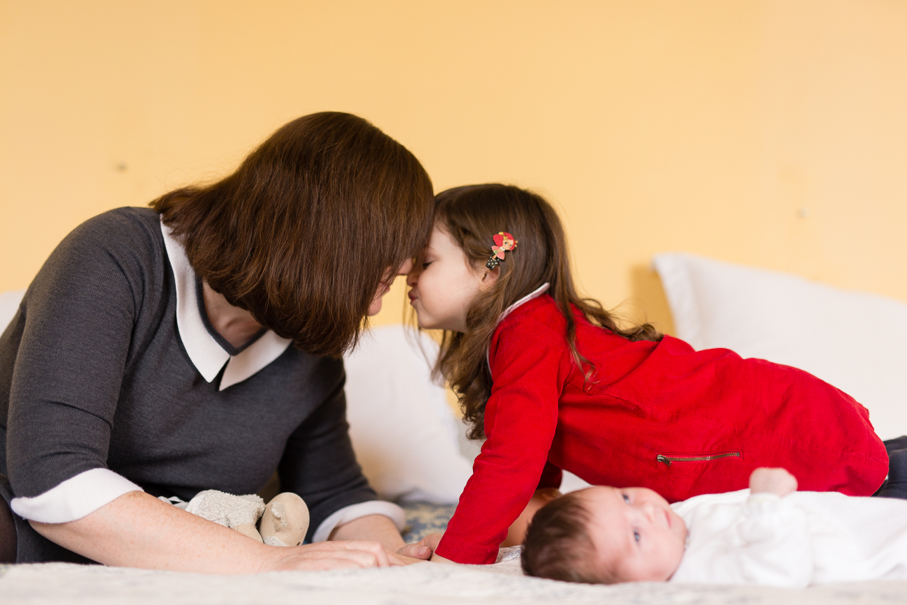 at-home-lifestyl-relaxed-large-family-newborn-photos-paris_010.jpg