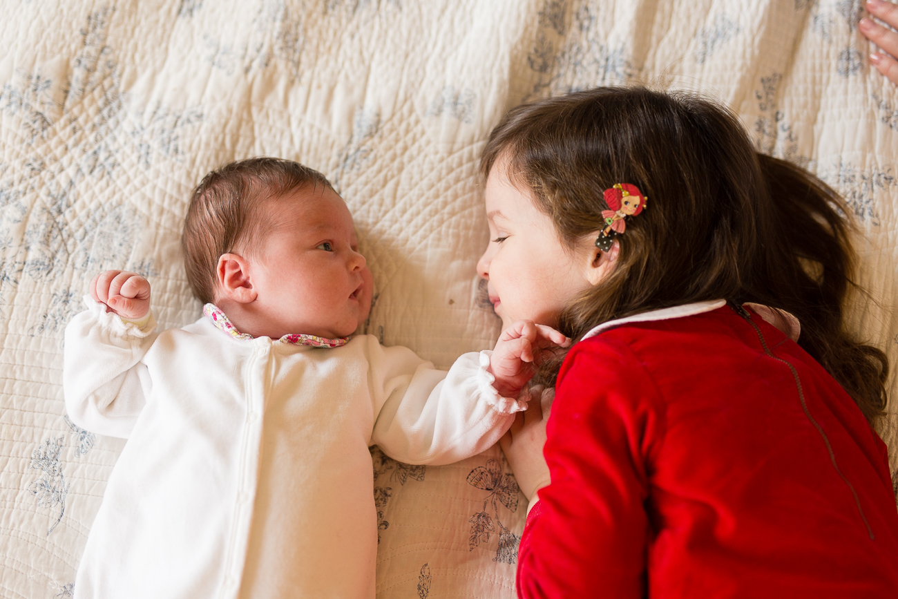 at-home-lifestyl-relaxed-large-family-newborn-photos-paris_013.jpg