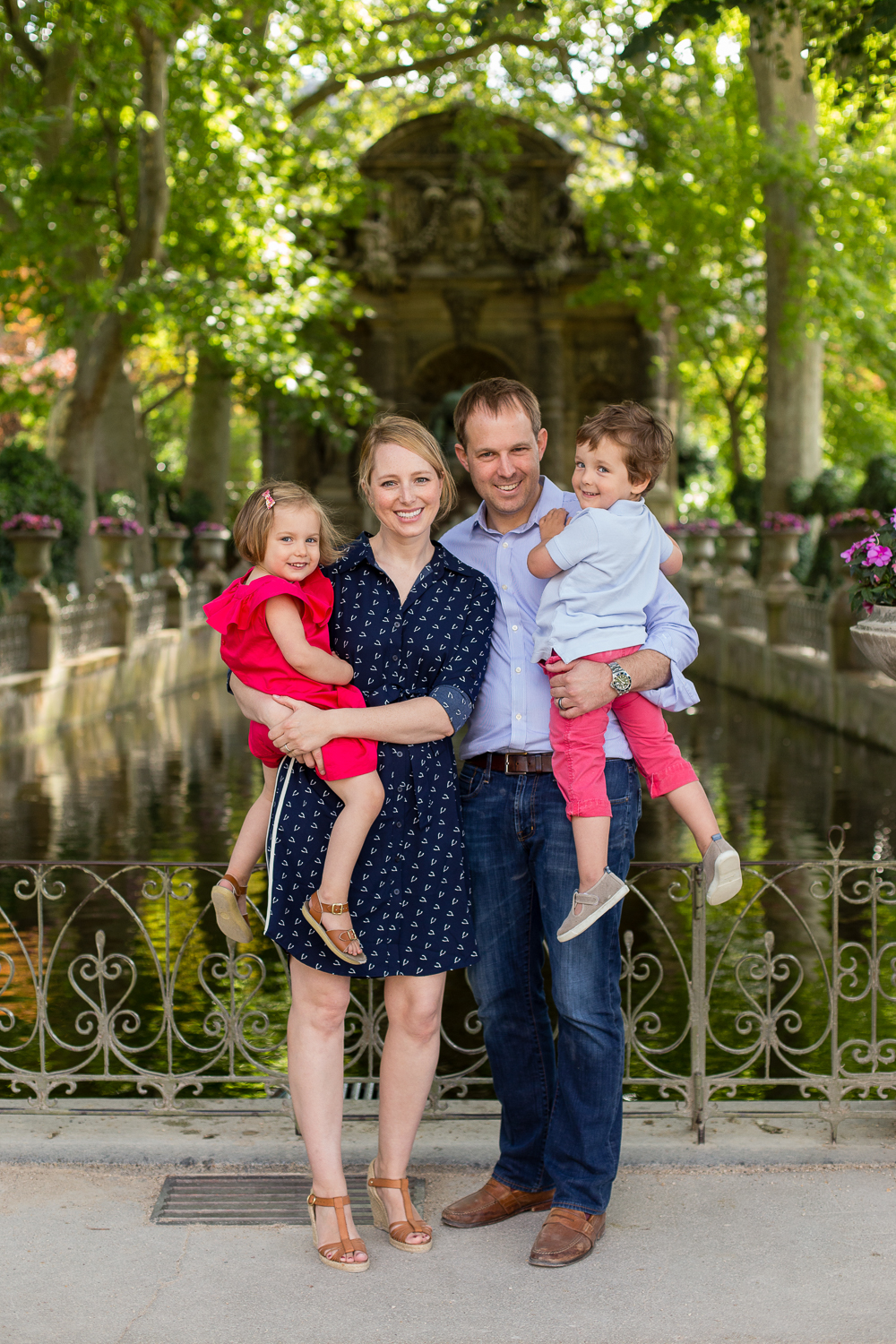 outdoor-family-maternity-photo-session-luxembourg-gardens-paris-photographer_005.jpg