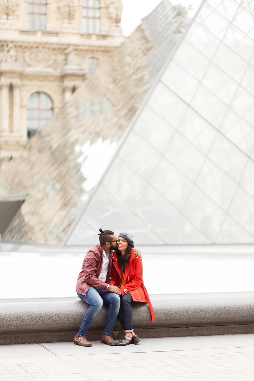 colorful-unique-outdoor-fall-engagement-couples-photo-shoot-paris-photographer_006.jpg