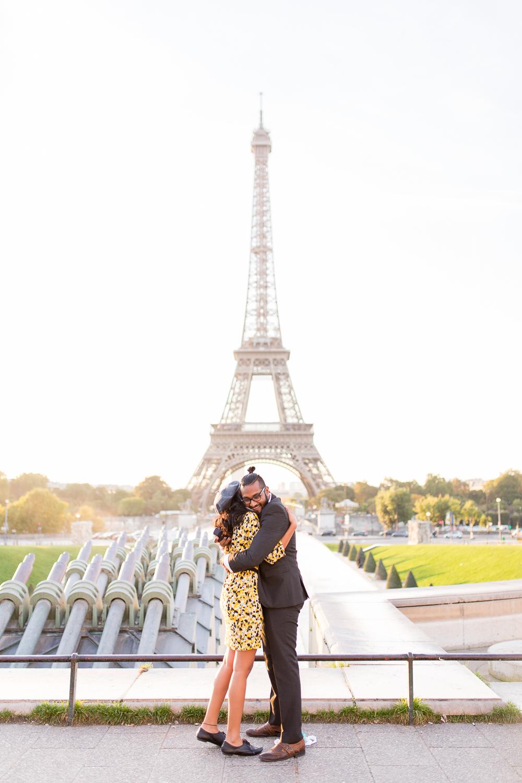eiffel-tower-engagement-couples-photo-shoot-paris-photographer_001.jpg