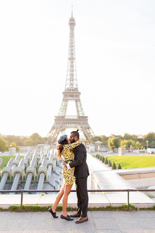 eiffel-tower-engagement-couples-photo-shoot-paris-photographer_004.jpg