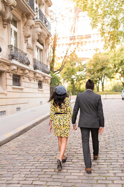 eiffel-tower-engagement-couples-photo-shoot-paris-photographer_006.jpg