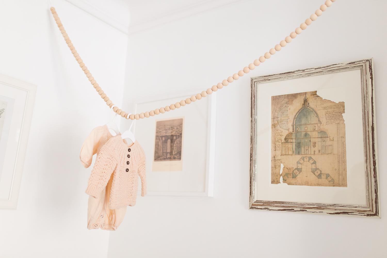 stylish-newborn-photo-session-inspiration-at-home-paris-photographer_013.jpg