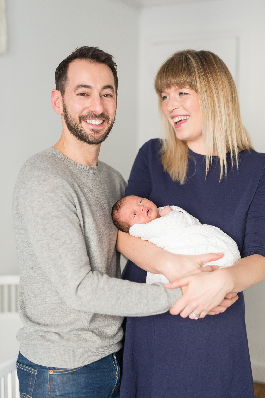 stylish-newborn-photo-session-inspiration-at-home-paris-photographer_018.jpg
