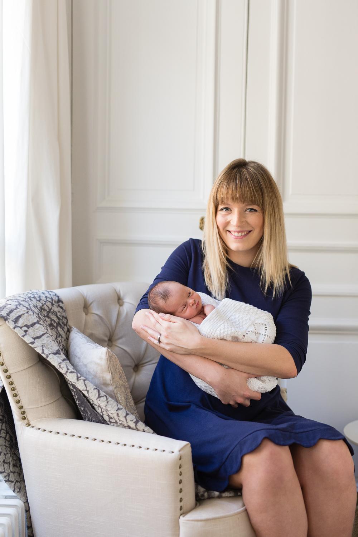 stylish-newborn-photo-session-inspiration-at-home-paris-photographer_020.jpg