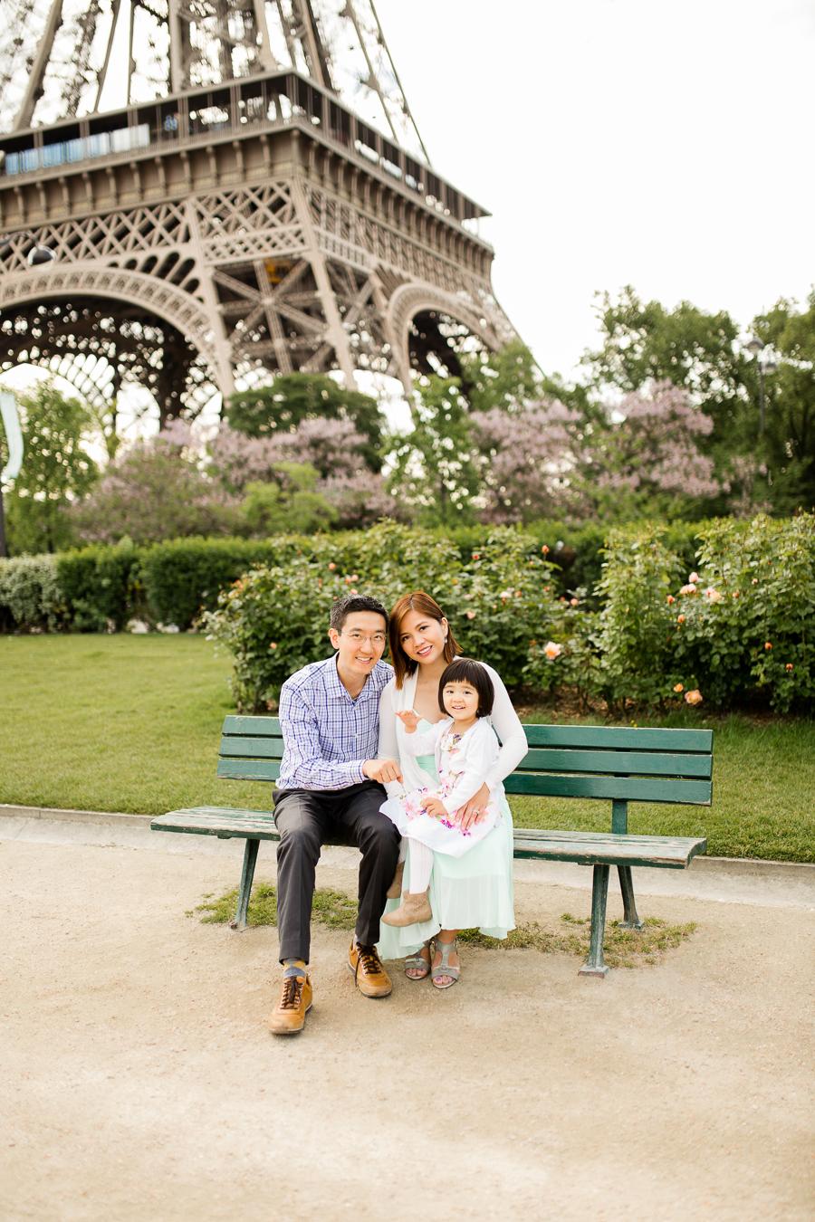 family-portraits-eiffel-tower-paris-photographer_007.jpg